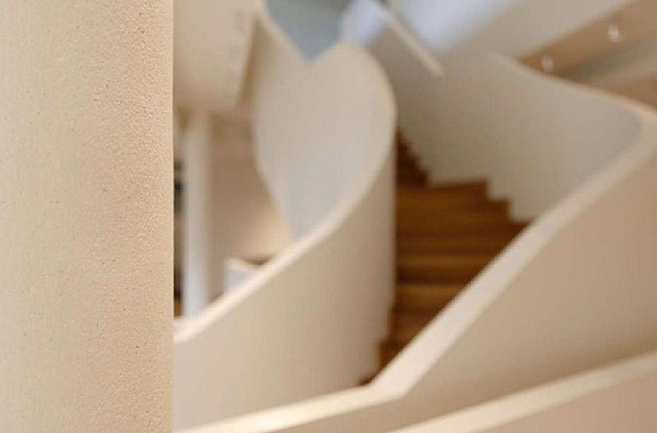 Lehmputz an einer Treppe verarbeitet von EINWANDFREI aus Köln