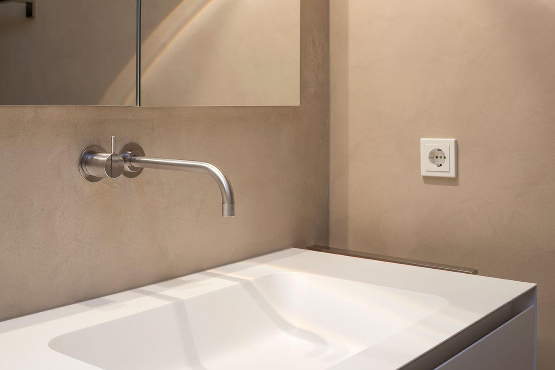 schicke badgestaltung im penthouse einwandfrei. Black Bedroom Furniture Sets. Home Design Ideas